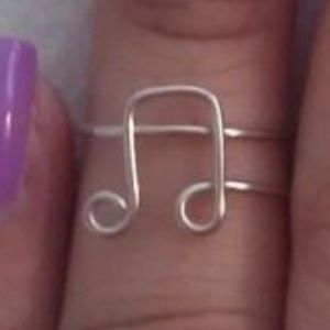 Music note wire ring